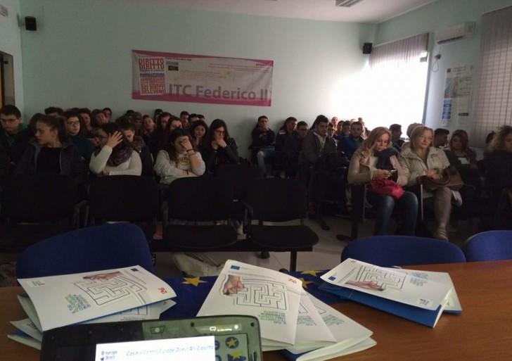 """Europe Direct all'istituto ITET Federico II di Capua con infoday """"Generazione Europa"""" sui programmi europei per i giovani"""